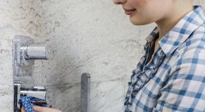 Kamienny osad w łazience – jak usunąć bez chemii