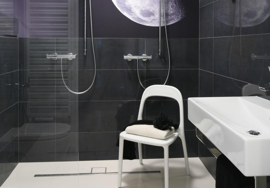 Mała łazienka. Gotowy projekt na 4 metry z kabiną