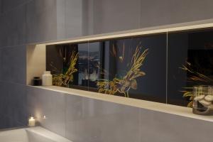Świecące płytki ceramiczne - fluorescencyjne właściwości