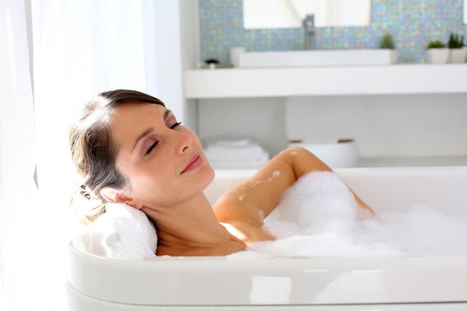 Olejek sosnowy na przeziębienie – domowe SPA w łazience