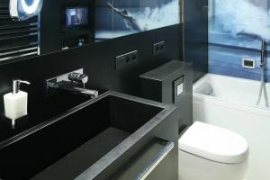 Mała łazienka – gotowy projekt bez płytek