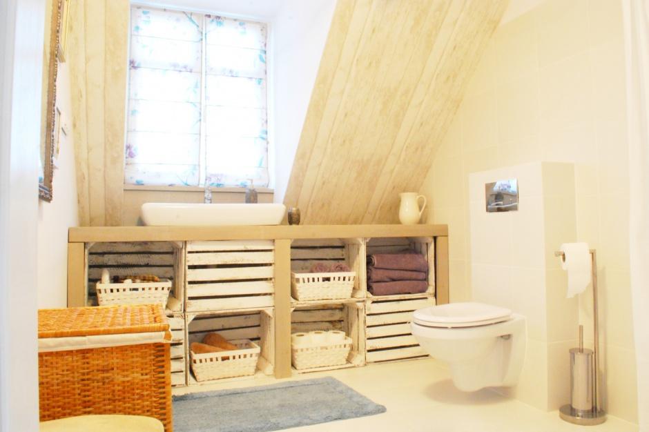 Pomysł na promocję? Polski producent urządził łazienkę w domu znanej dziennikarki
