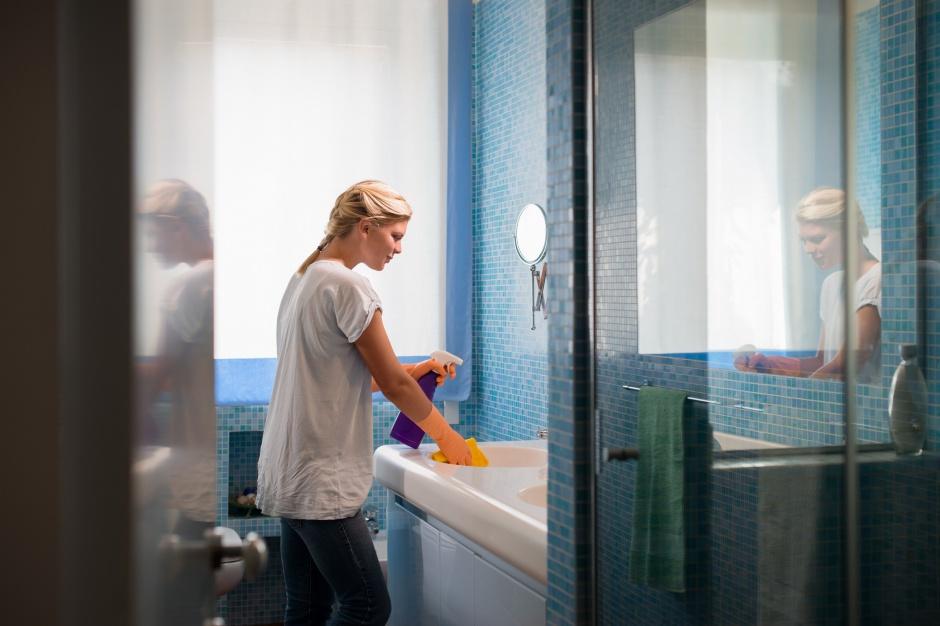 Umywalka, sedes, bidet – jak dbać o ceramikę łazienkową