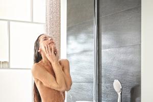 Prysznic sterowany przyciskami – relaks w strumieniach wody