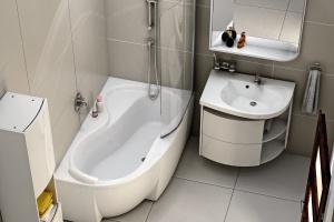 Parawan nawannowy do małej łazienki - zobacz modne modele