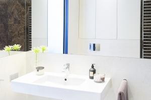 Apartamenty Cosmopolitan w Warszawie – zobacz jakie mają łazienki
