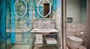 Hotel Chateau Monfort ma łazienki jak we włoskim pałacu