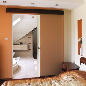 Drzwi przesuwne do łazienki - 10 pomysłów