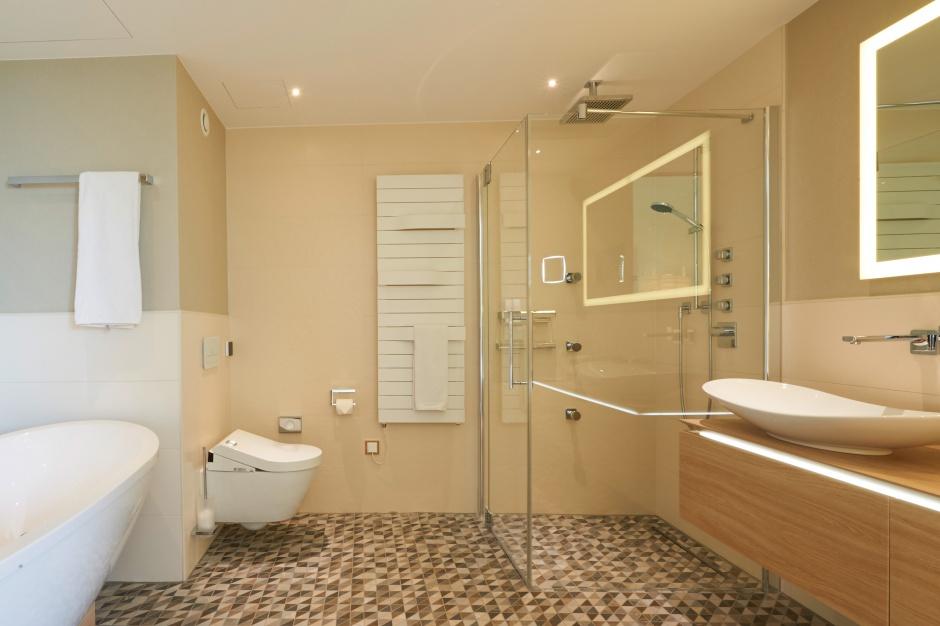 Łazienka bliska naturze - w hotelu Radisson Blu w Kolonii
