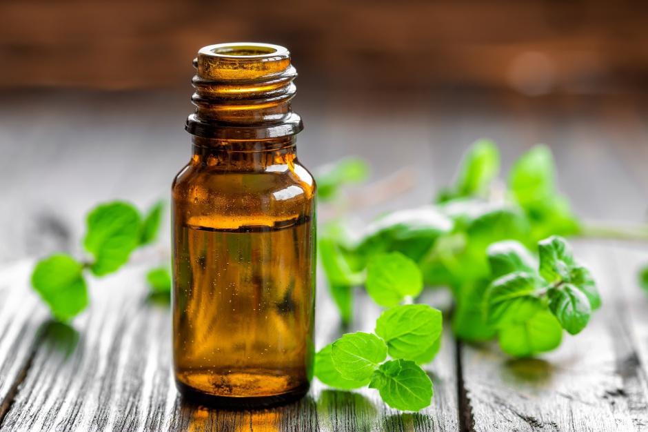 Jak działa olejek miętowy – aromaterapia w łazience