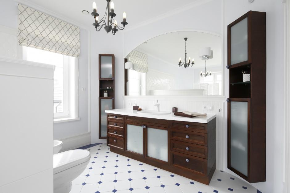 Radzimy łazienka W Stylu Angielskim Z Białą Boazerią Na