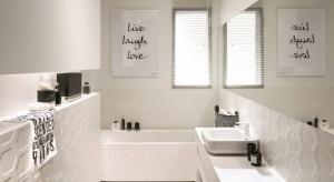 Modne płytki z dekorami – 5 pomysłów do łazienek