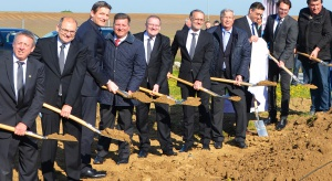 Kermi inwestuje 2,5 mln euro w produkcję kabin prysznicowych