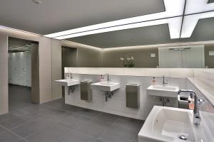Kongresowe łazienki w Davos - z toaletami myjącymi