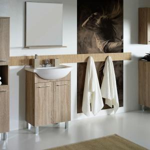 Meble łazienkowe – modne zestawy o wyglądzie drewna