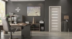 Drzwi do łazienki – nowość z wąskimi szybkami