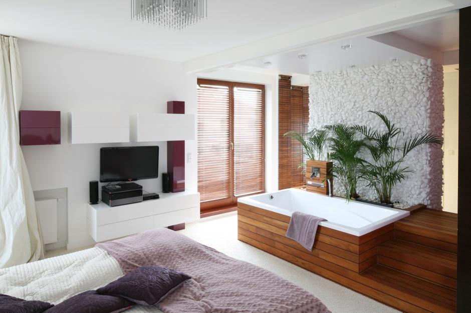 Podłoga drewniana w łazience – lakierować czy olejować