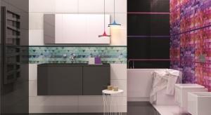 Poradnik projektanta: jak przełamać czerń i biel w łazience