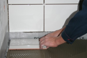 Co zastosować do hydroizolacji stref narażonych na wodę w łazience?