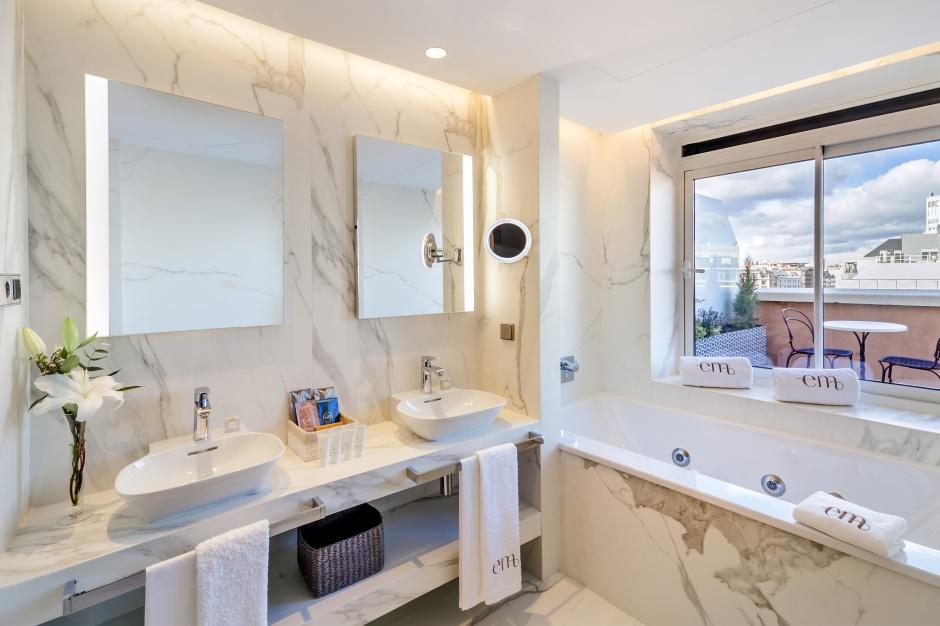 Szwajcarzy urządzili łazienki w madryckim hotelu