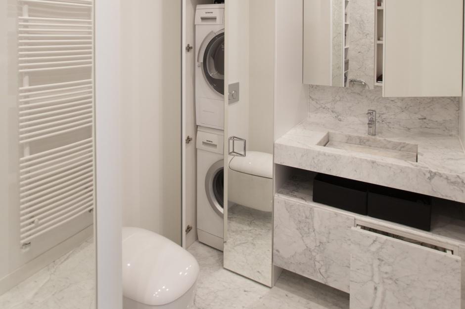 Mała łazienka – przykład pomysłowej zabudowy