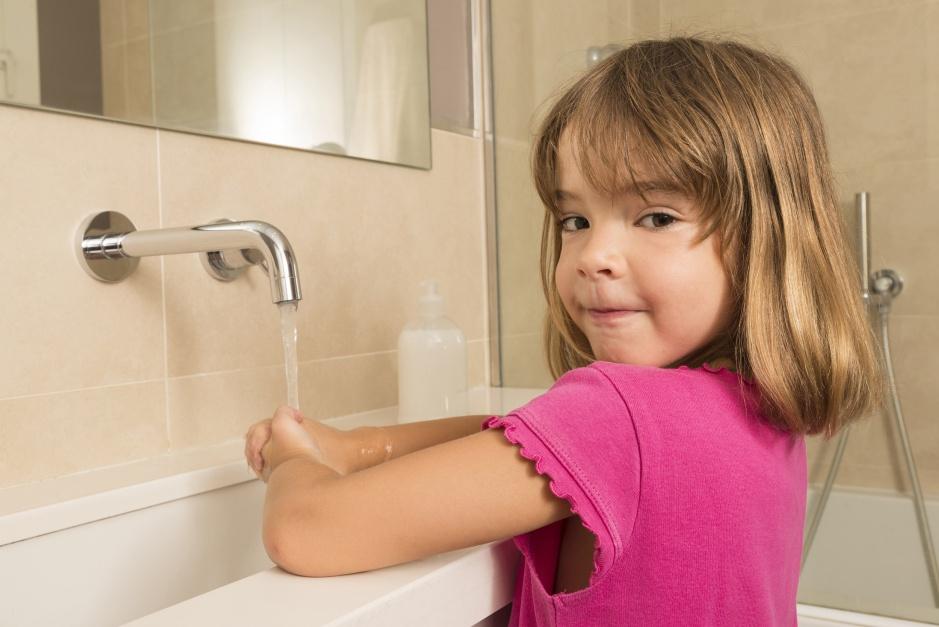 Łazienka przyjazna dzieciom – jak ją urządzić