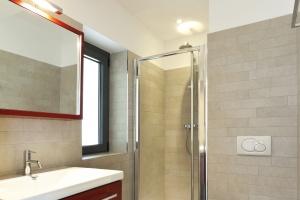 Oświetlenie umywalki  - nowość odporna na wilgoć