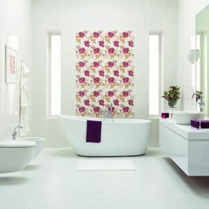 Łazienka dla kobiety: postaw na kwiatowe motywy