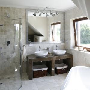 Łazienka w kolorach ziemi: 12 zdjęć z polskich domów