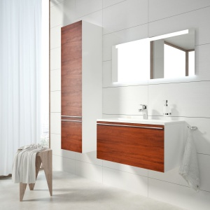 Modna łazienka: białe meble ocieplone drewnem