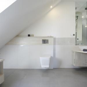 Biała łazienka: 5 pomysłów rodzimych projektantów
