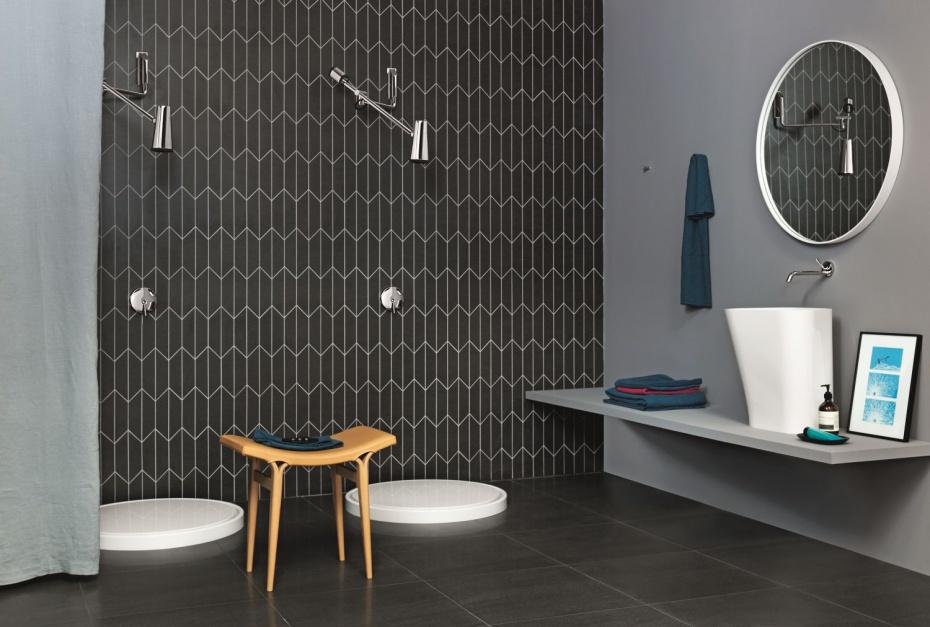 Trendy łazienkowe: deszczownica jak lampka biurowa