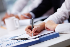 [Raport] Pracownik tymczasowy w firmie. Kiedy ta forma zatrudniania się opłaca?