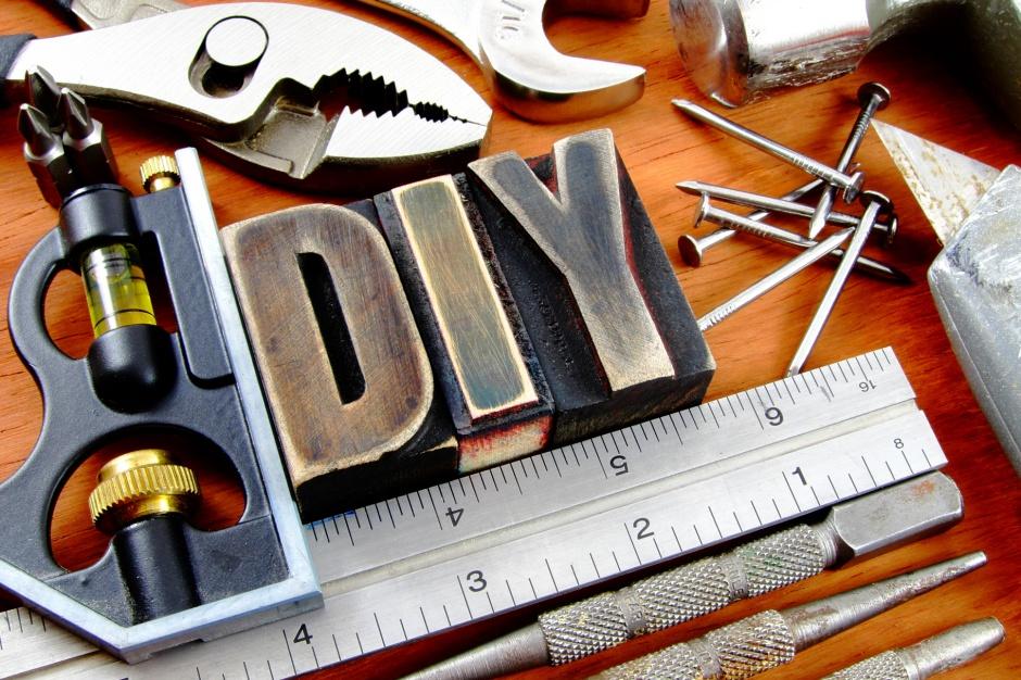 Polacy chętnie biorą remont we własne ręce [raport]
