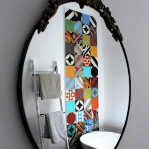 Trendy aranżacyjne: kolorowy patchwork w łazience
