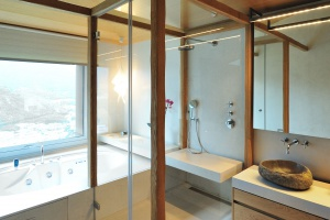 Piękna łazienka: wnętrze wykończone w naturalnych materiałach