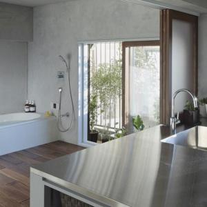 Łazienka połączona z... kuchnią. Niesamowity projekt z Japonii