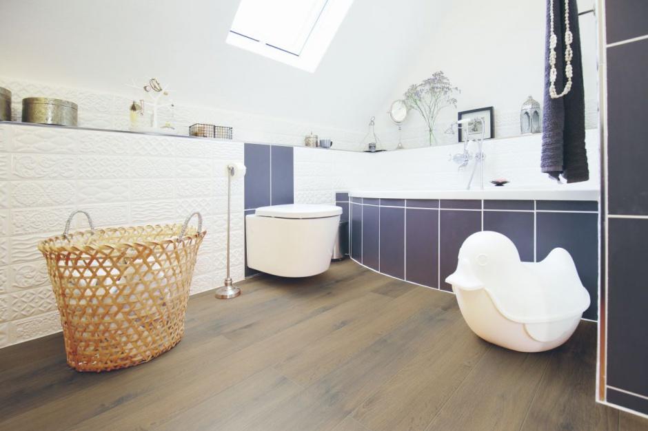 Podłoga w łazience: wybierz panele odporne na wilgoć