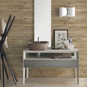 Modna łazienka: wybierz płytki jak drewno