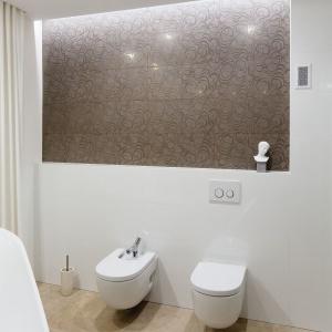 Jasna łazienka: piękne wnętrze przy sypialni