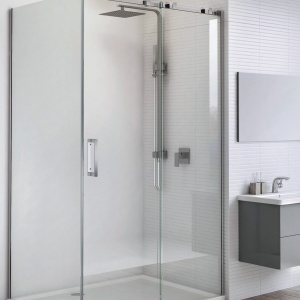 Nowoczesna łazienka: obalamy mity dotyczące szkła