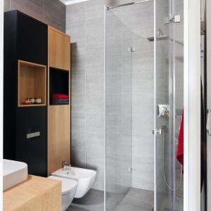 Szara łazienka w bloku: gotowy projekt małego wnętrza