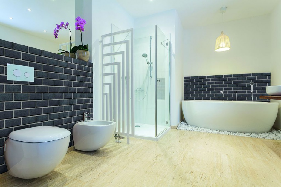 Cegła w łazience: postaw na naturalny klinkier