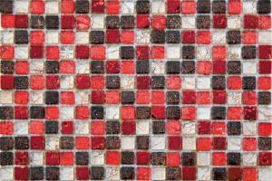 Mozaika w łazience: postaw na szkło i kamień