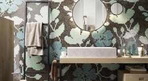 Ściany w łazience: postaw na piękne kwiatowe mozaiki