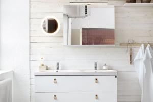 Łazienka w stylu skandynawskim: 10 pięknych aranżacji