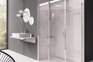Funkcjonalna strefa prysznica: postaw na kabinę z systemem przesuwu