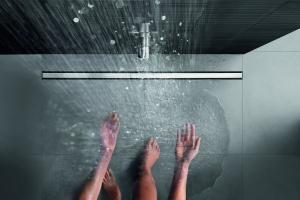 Minimalizm w łazience - praktyczny odpływ liniowy o pięknym wzornictwie
