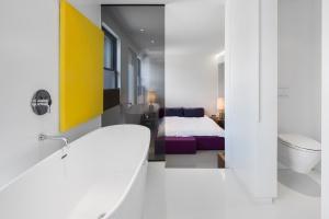 Łazienka przy sypialni: tak możesz ją urządzić