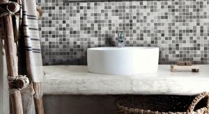 Ściany w łazience: udekoruj je ponadczasową mozaiką